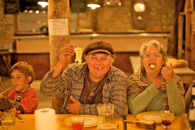 Cathy & Jean en dégustation00038