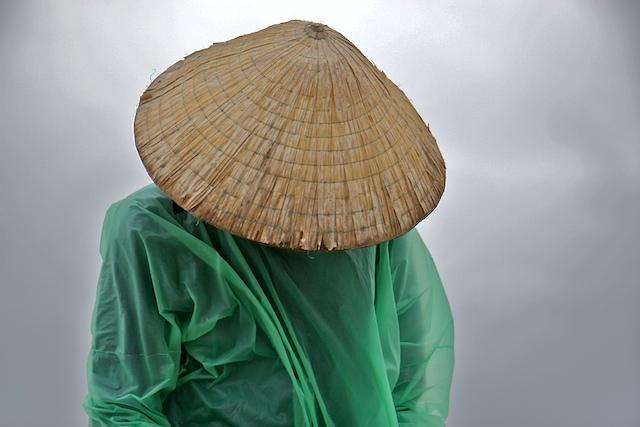Le pêcheur d'Hoi An, sur la mer de Chine00202