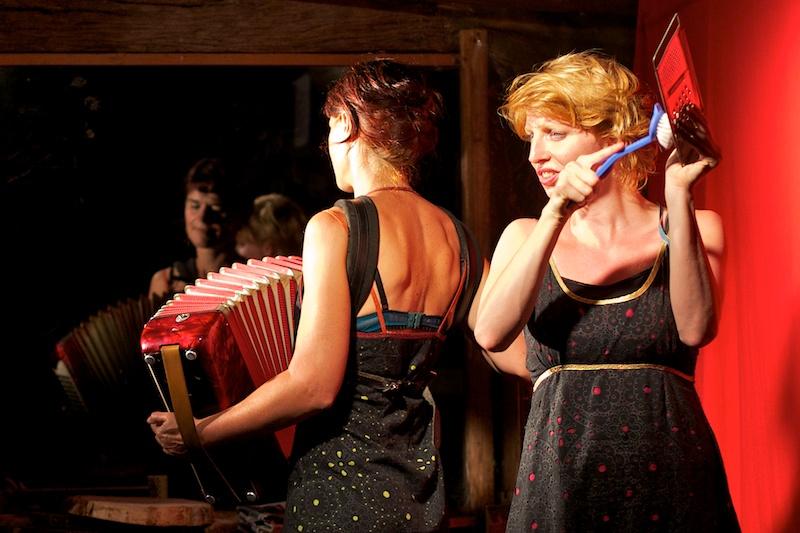 Julia à la râpe, Yéti à l'accordéon !