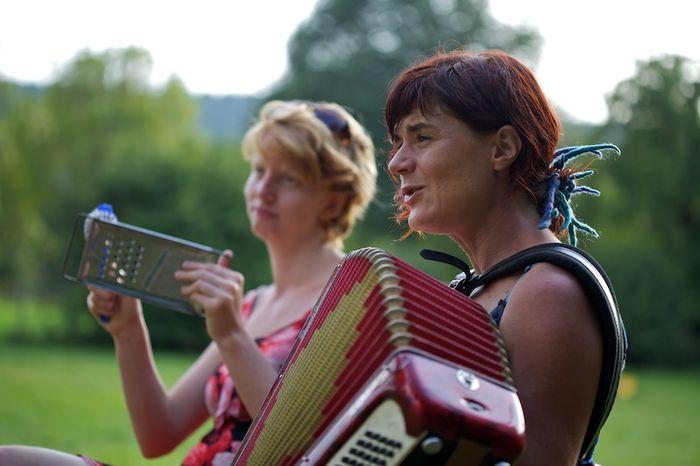 Yéti, Julia et l'accordéon
