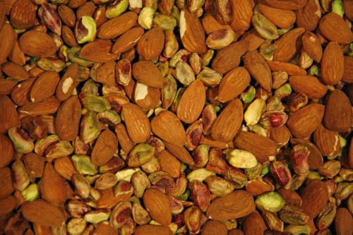 Les amandes et les pistaches.